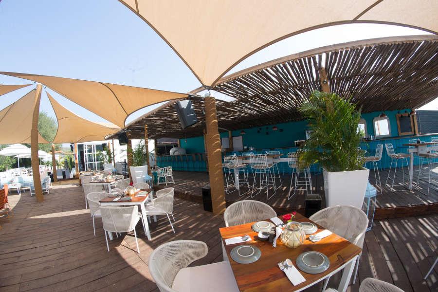 alt-text Restaurant in Morjim, Living Room Beach Resort 3