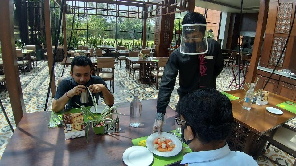 14 Boulevard masked Service by server