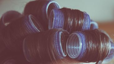 curlers-curly-hair-female-112782