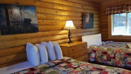cabin-405-bedroom01