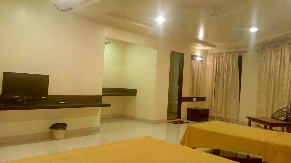 Deluxe AC at Kohinoor Square Kolhapur Hotels in Kolhapur 3