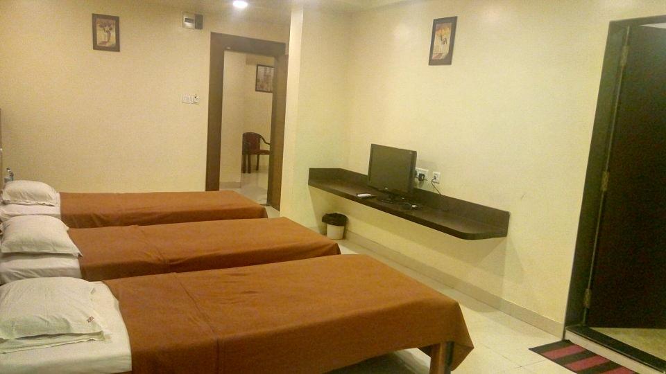 Deluxe Non AC Room - Kohinoor Square Kolhapur Kolhapur Hotels 3
