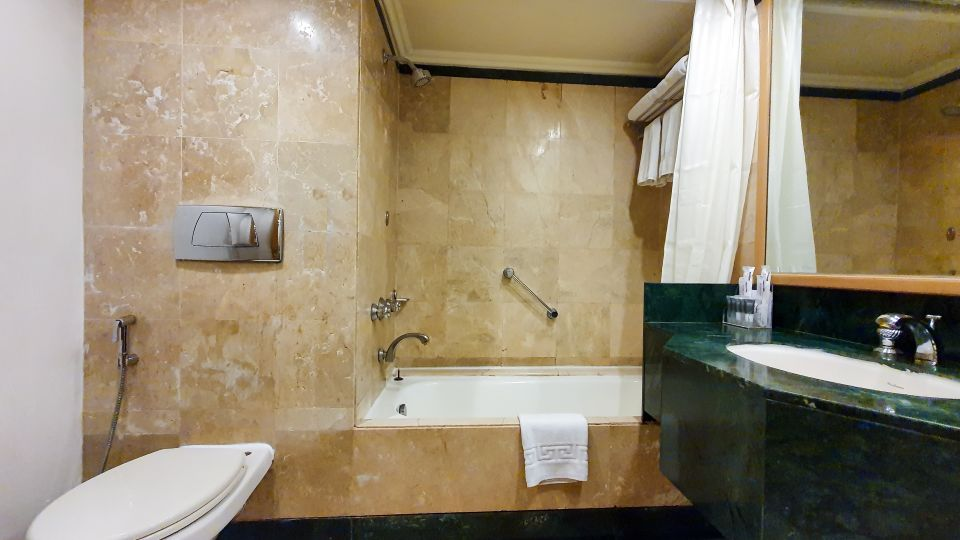 Executive Wash Room