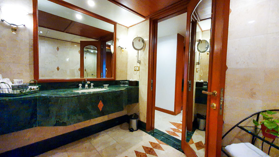 The Orchid Suite Wash Room