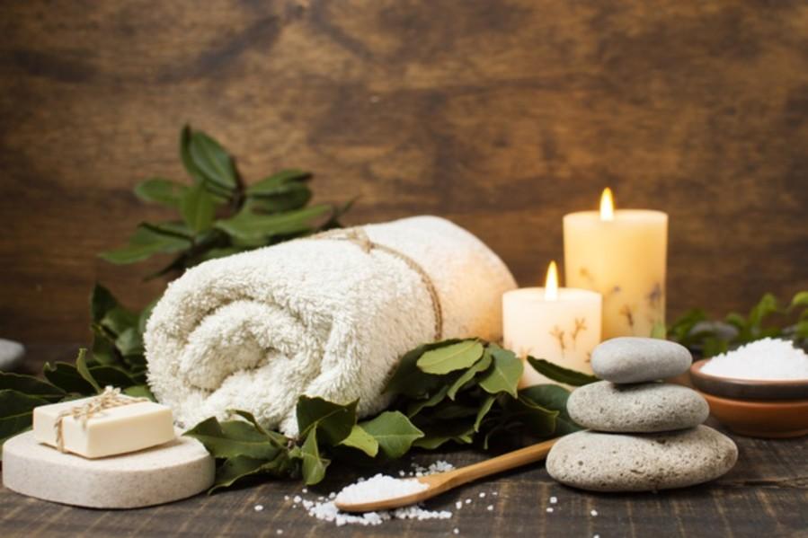alt-text spa-arrangement-with-towel-soap-salt 23-2148268482