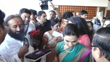 Sri Ravi Shanker 2, The Orchid Hotel, Celebrities In Pune Hotels