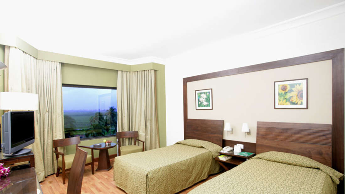 Deluxe Room at The Retreat Hotel and Convention Centre Madh Island Mumbai, Hotel Rooms in Mumbai 3