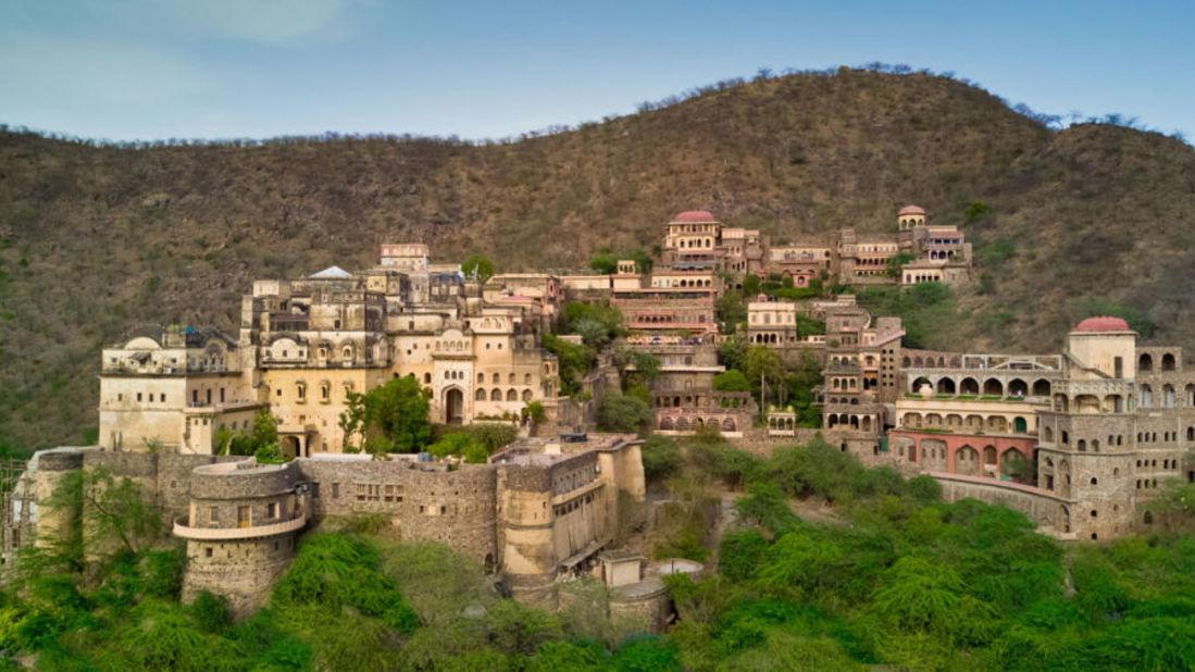 Neemrana Fort-Palace Neemrana Hotels Hotels in India epnnwy zrvibr