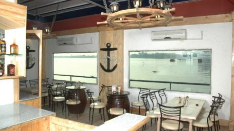 Bar in Kolkata  The Anchorage Bar in Polo Calcutta Boathouse Kolkata  Hotel in Kolkata 1