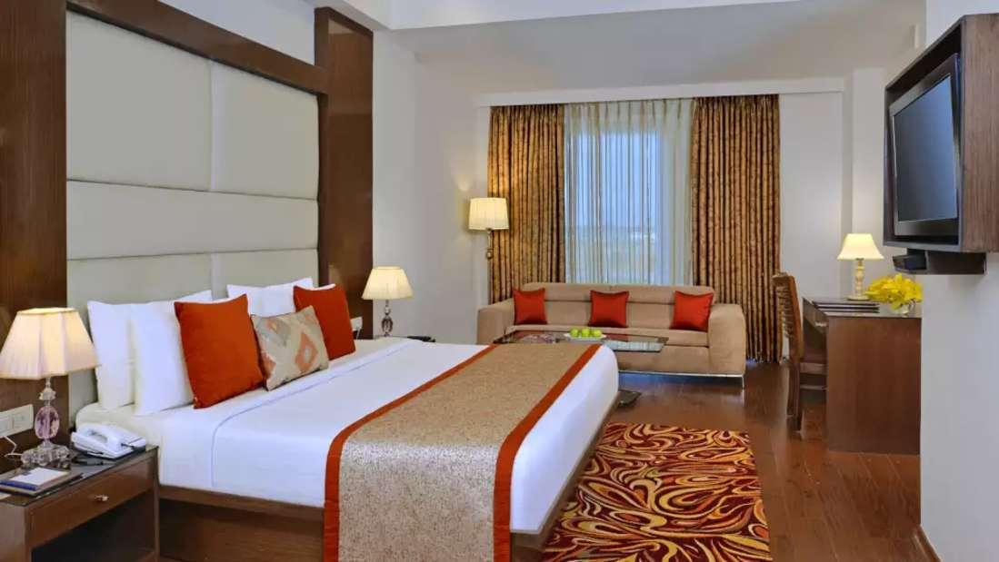 Room 1 Taurus Sarovar Portico IGI Delhi e1bdba