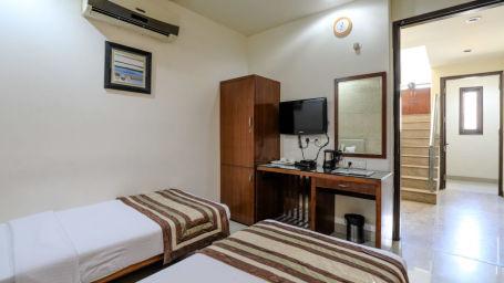 Hotel rooms in Delhi Cozy Grand Hotel Rk Puram Hotels Near AIIMS Delhi 21