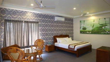 Theme Villa King Size Bed 2