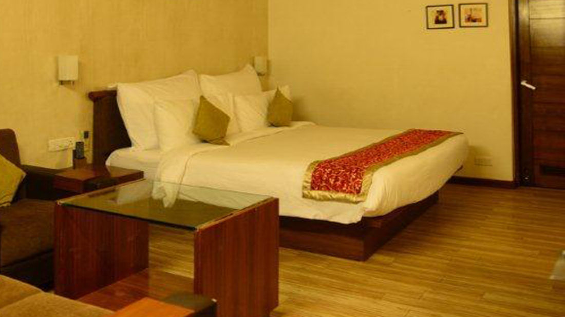 Cottage at Narayani Heights, hotel room in ahmedabad
