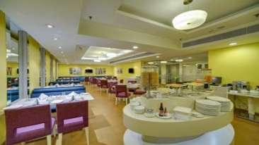 Restaurant at Hotel Sarovar Portico Naraina New Delhi 2