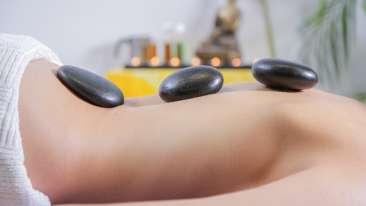 massage-2717431 1920