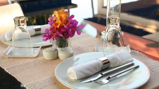 table-setting-2395450 1920