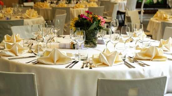 tablecloth-3336687 1920