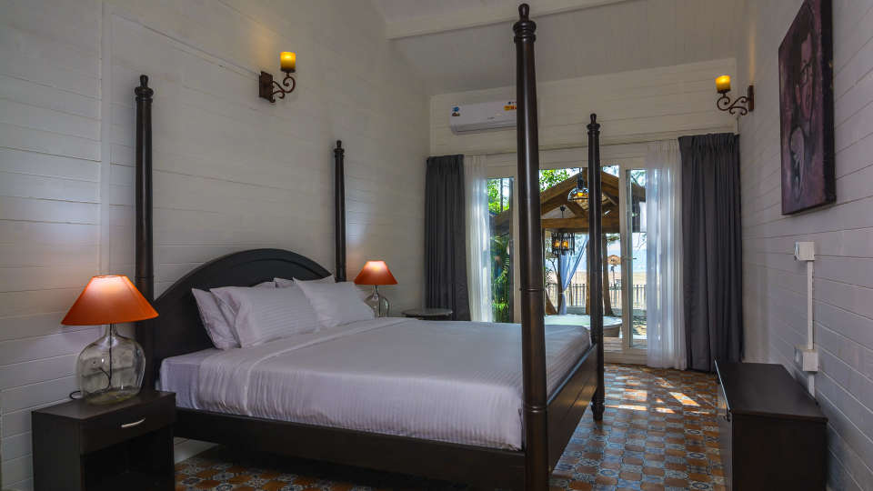 02 LaRiSa Beach Resort in Goa - Boutique Rooms With Sea View