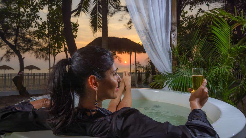 LaRiSa Beach Resort Goa Jacuzzi 2