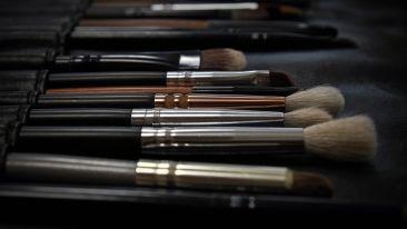 makeup-2676392 1920