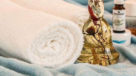massage-therapy-1612308 1920 2