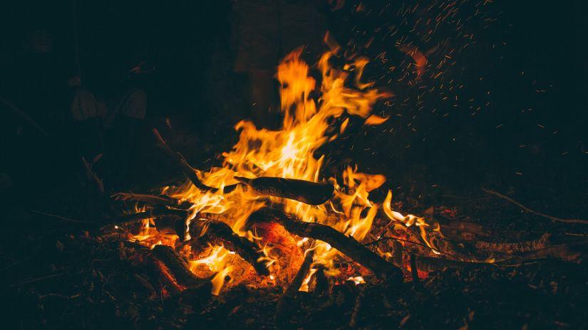 bonfire-1835829 1920