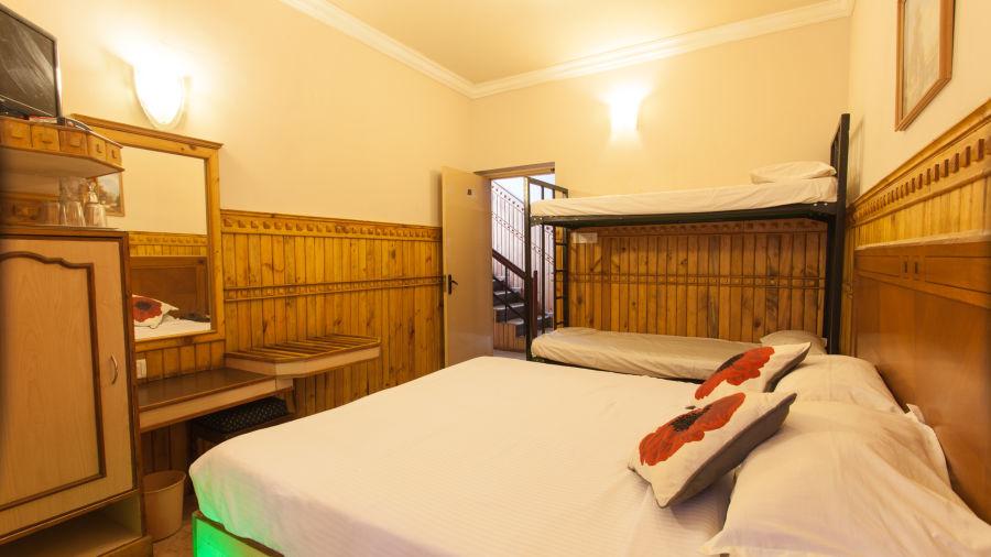 Family Room Pine Borough Inn Kodaikanal Resort 2 cetcue