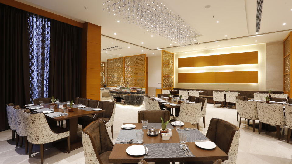 Best Restaurants in Jhansi, Restaurant Nataraj Sarovar Portico Jhansi 9