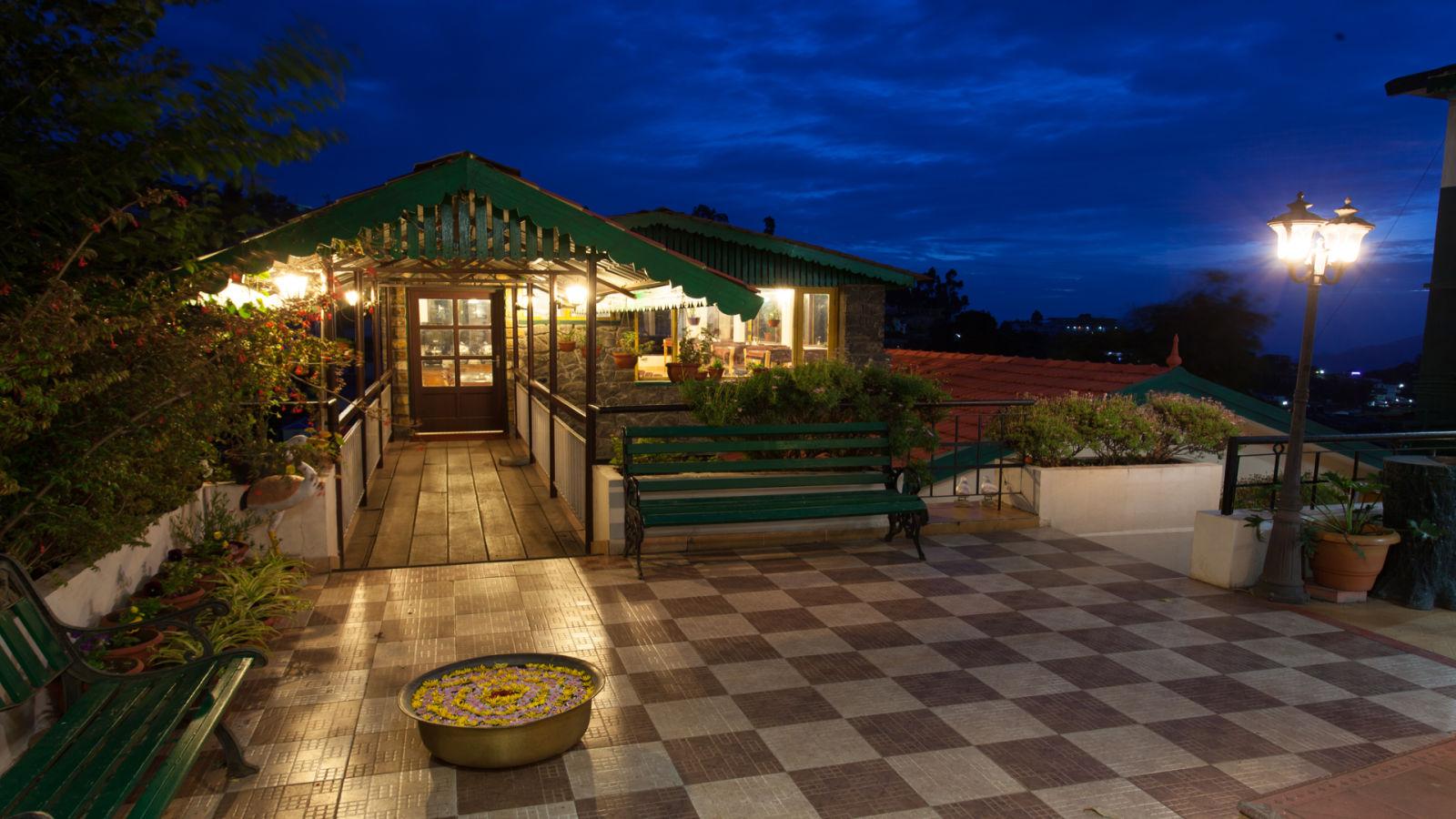 Restaurant Entrance Pine Borough Inn Kodaikanal Resort ylayfx