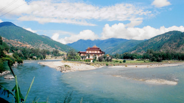 Mo Chhu river dragon nest hotel punakha