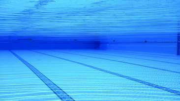 swimming-pool-504780 1920