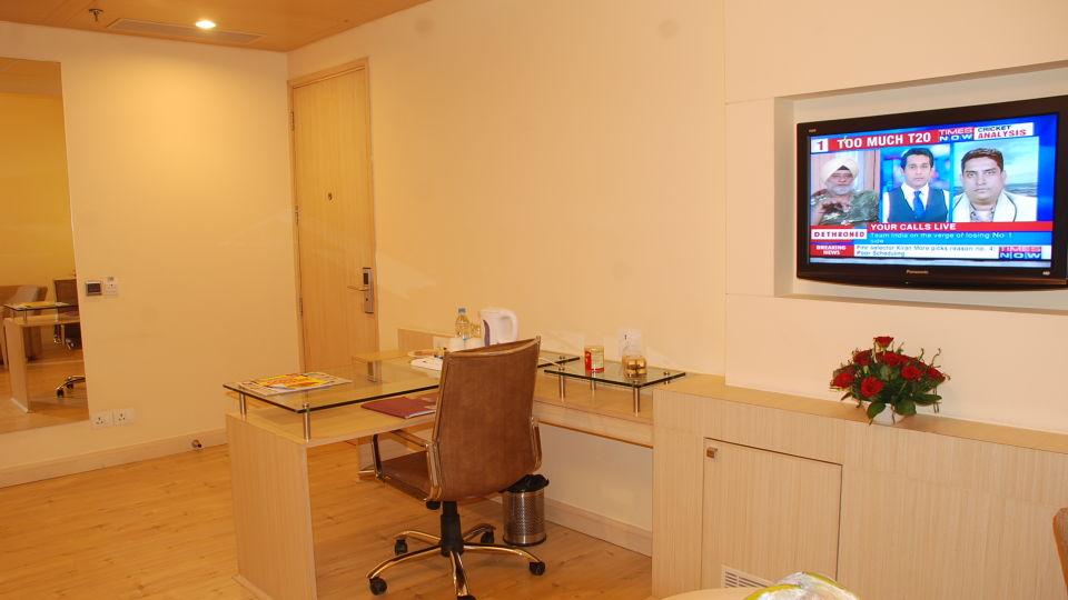 Deluxe Rooms at Hotel Sarovar Portico Naraina New Delhi 8