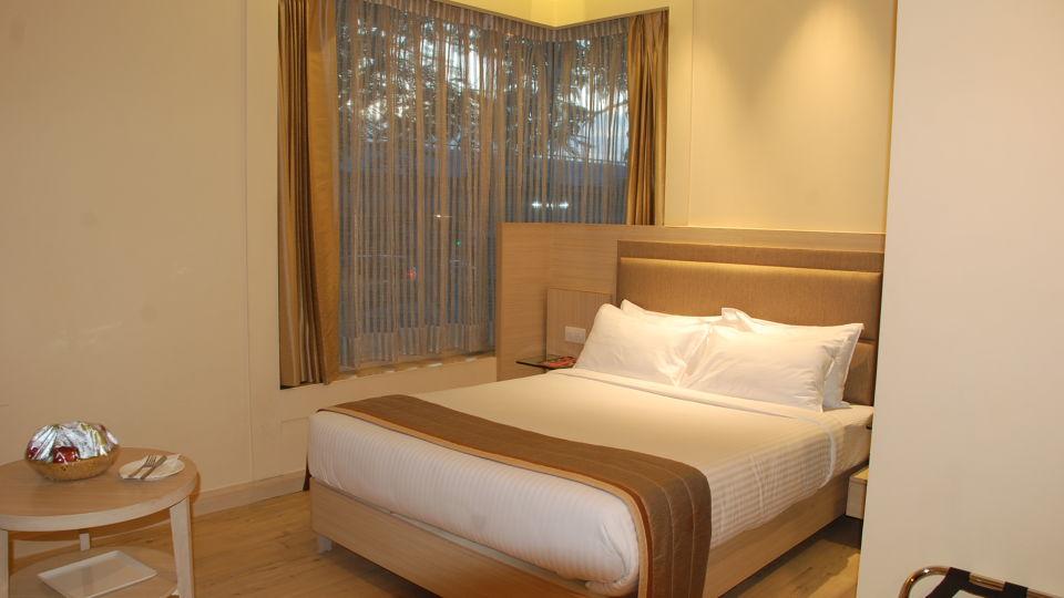 Deluxe Rooms at Hotel Sarovar Portico Naraina New Delhi 5