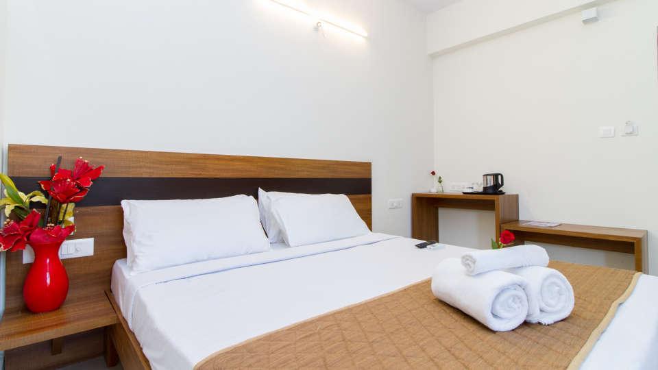 Deluxe Queen Room The Sanctum Suites in Whitefield 8