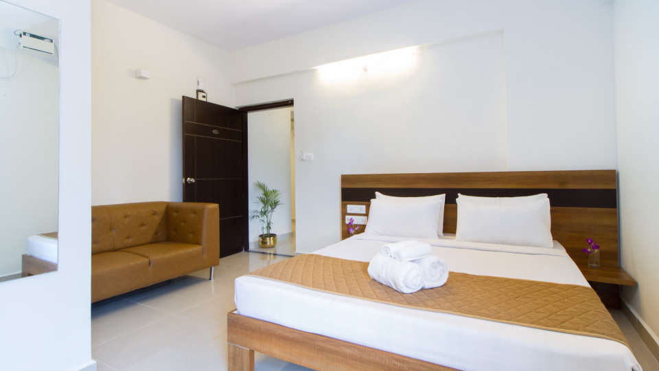 Premium Queen Room with Kitchenette The Sanctum Suites in Whitefield 13