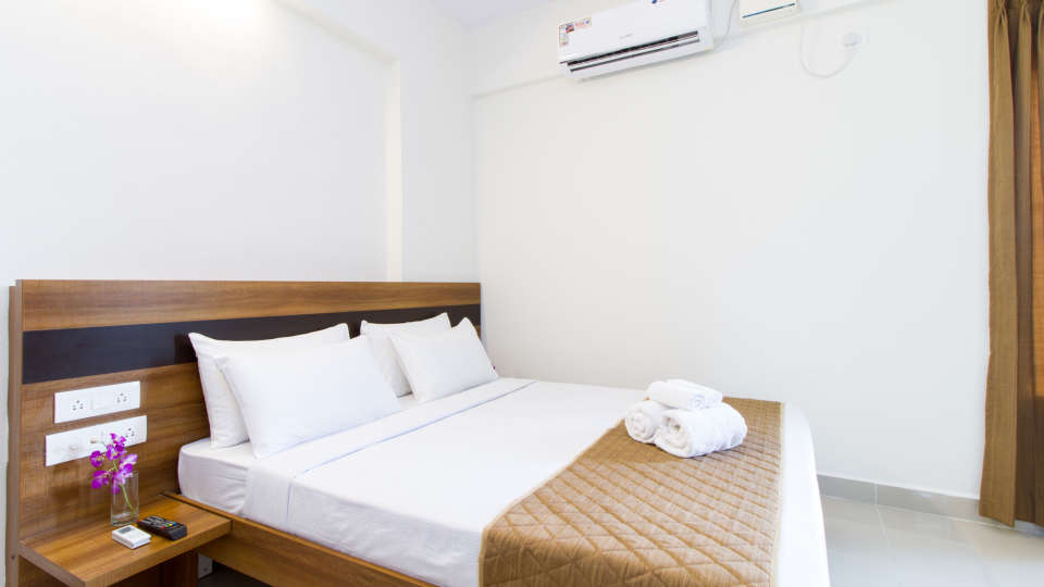 Premium Queen Room with Kitchenette The Sanctum Suites in Whitefield 14
