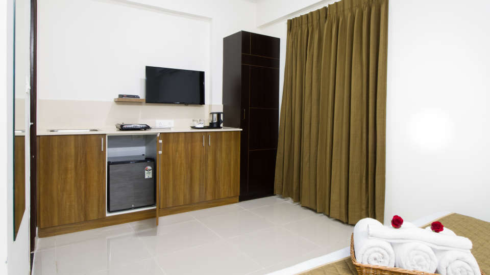 Premium Queen Room with Kitchenette The Sanctum Suites in Whitefield 2