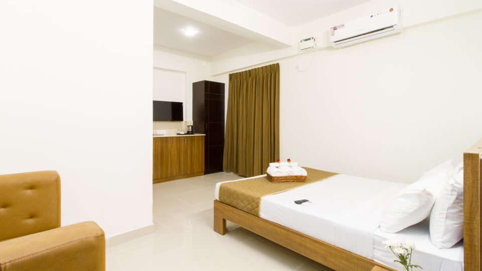 Premium Queen Room with Kitchenette The Sanctum Suites in Whitefield 3