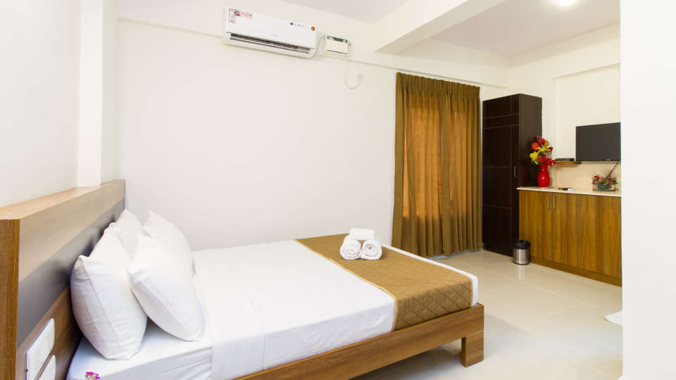 Premium Queen Room with Kitchenette The Sanctum Suites in Whitefield 9