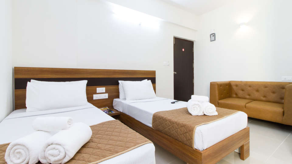 Premium Twin Room with Kitchenette The Sanctum Suites in Whitefield 2