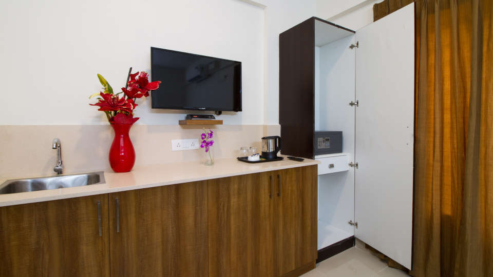 Premium Twin Room with Kitchenette The Sanctum Suites in Whitefield 8