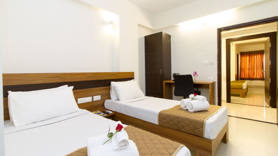 Deluxe Twin Room The Sanctum Suites in Whitefield 5