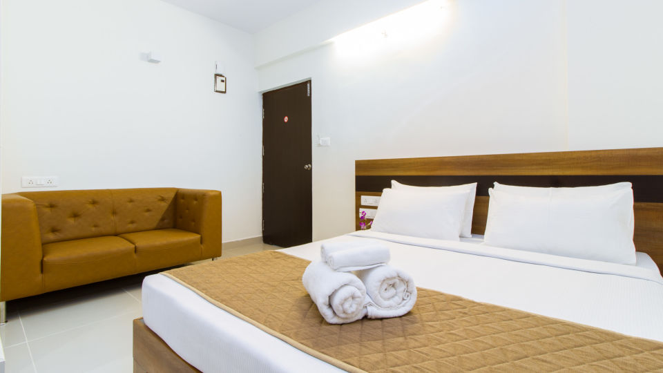 Premium Queen Room with Kitchenette The Sanctum Suites in Whitefield 10