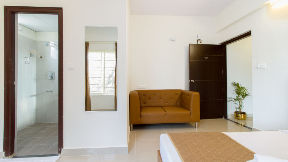 Premium Queen Room with Kitchenette The Sanctum Suites in Whitefield 11