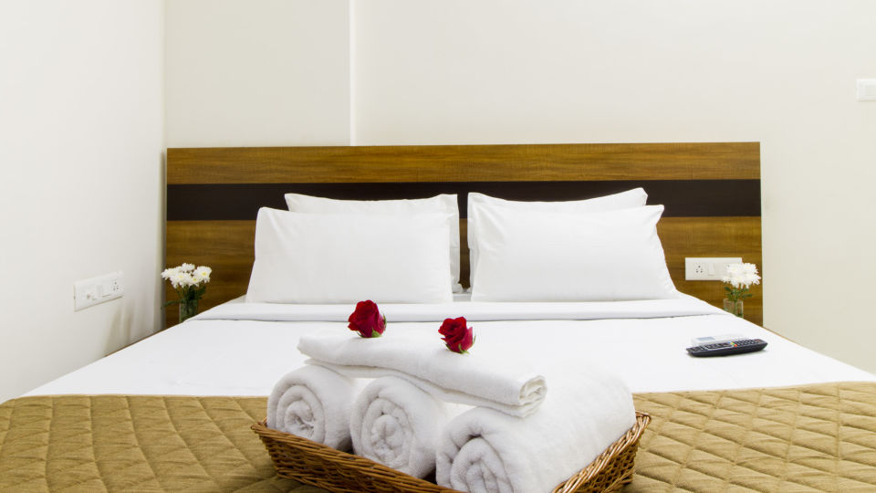 Premium Queen Room with Kitchenette The Sanctum Suites in Whitefield 6