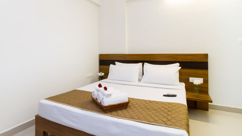Premium Queen Room with Kitchenette The Sanctum Suites in Whitefield 7