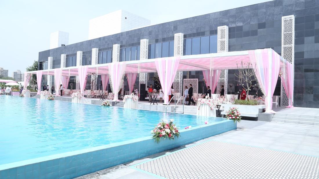 Karma Lakelands Swimming Pool in Gurgaon Resorts with Swimming Pool in Gurgaon Pool Villas in Gurgaon 4