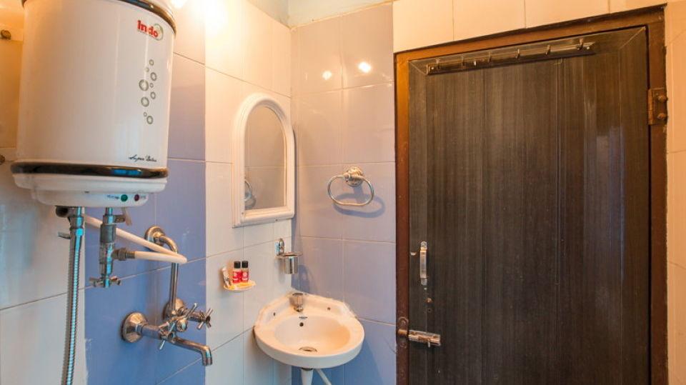 Hotel Abhiraj Palace Jaipur Jaipur bathroom gyser