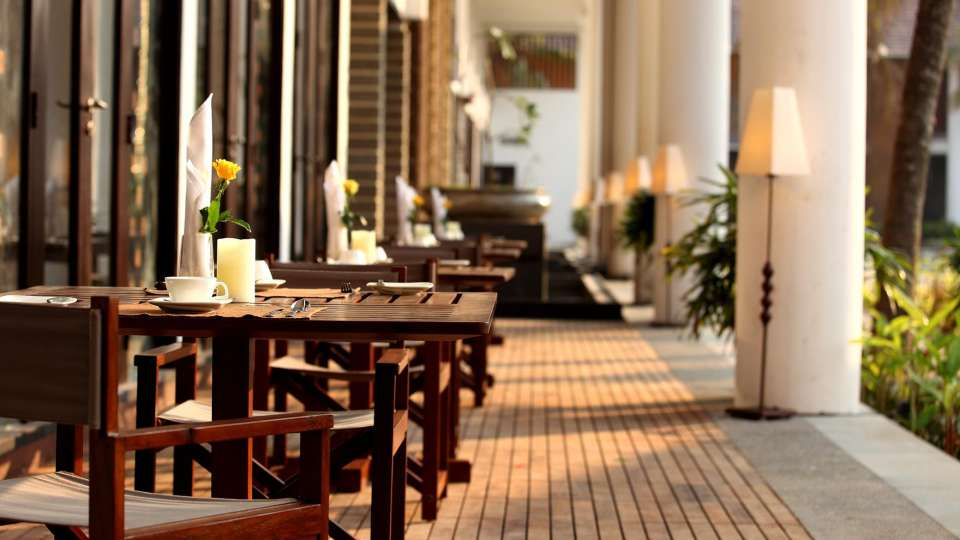 Restaurant courtyard Vasundhara Sarovar Premiere. Vayalar