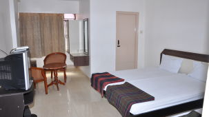 Hotel Maya Deluxe, MG Road, Secunderabad Secunderabad Deluxe Room Hotel Maya Deluxe MG Road Secunderabad 4